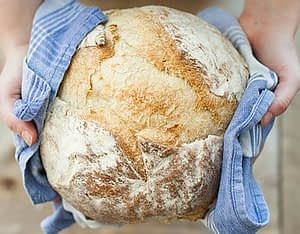 Is there alcohol in bread ?